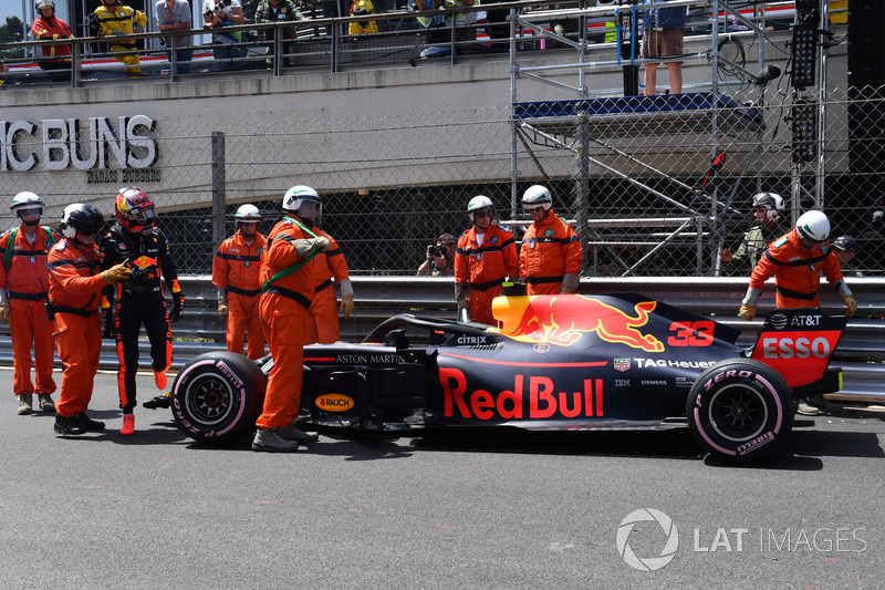 Max Verstappen, Red Bull Racing RB14 after the crash