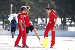 Sebastian Vettel, Ferrari parcourt la piste à pied