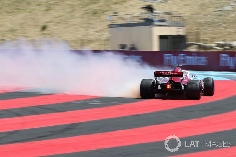 Marcus Ericsson, Sauber C37 va a sbattere nelle FP1 e prende fuoco