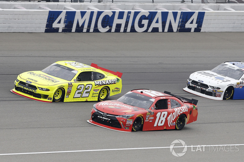 Paul Menard, Team Penske, Ford Mustang Menards/Richmond Kyle Busch, Joe Gibbs Racing, Toyota Camry Maltesers