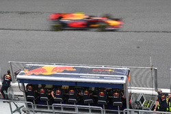 Max Verstappen, Red Bull Racing RB13 passes the Red Bull Racing pit wall gantry