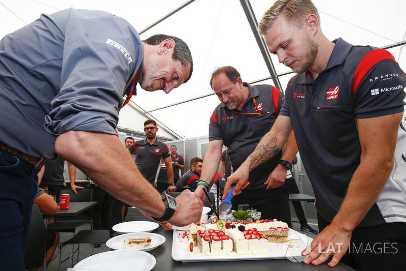Керівник Haas F1 Team Гюнтер Штайнер, Кевін Магнуссен, Haas F1 Team