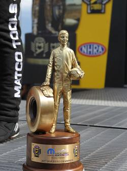Pokal für den Champion der Klasse Top Fuel