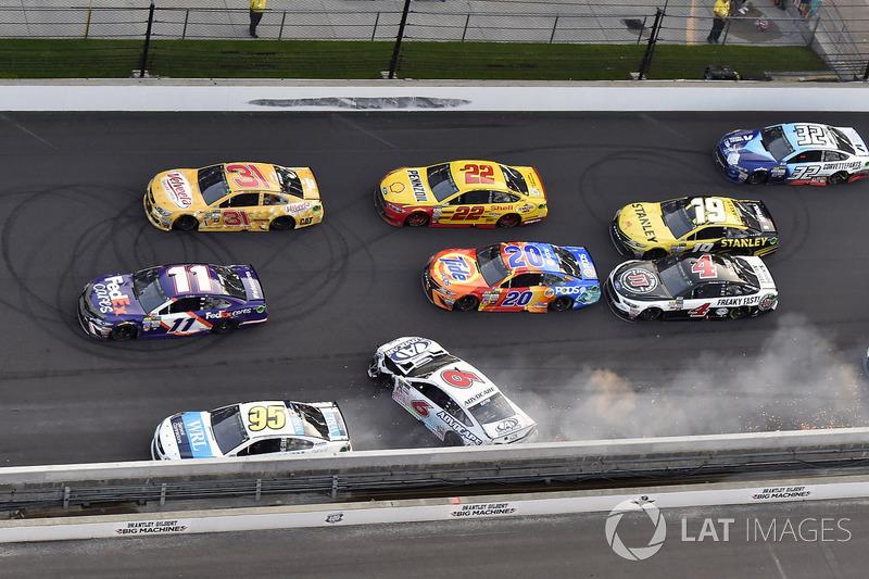 Trevor Bayne, Roush Fenway Racing Ford, Michael McDowell, Leavine Family Racing Chevrolet restos