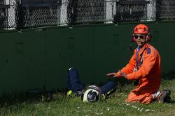 #19 M.Racing - YMR, Norma M 30 - Nissan: Gwenael Delomier después del choque