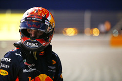 Max Verstappen, Red Bull Racing RB13, retires from the race