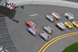 Start: #67 Ford Performance Chip Ganassi Racing Ford GT: Ryan Briscoe, Richard Westbrook, Scott Dixo