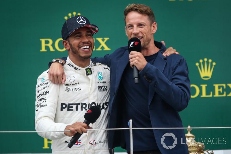 Lewis Hamilton, Mercedes AMG F1 e Jenson Button, McLaren sul podio