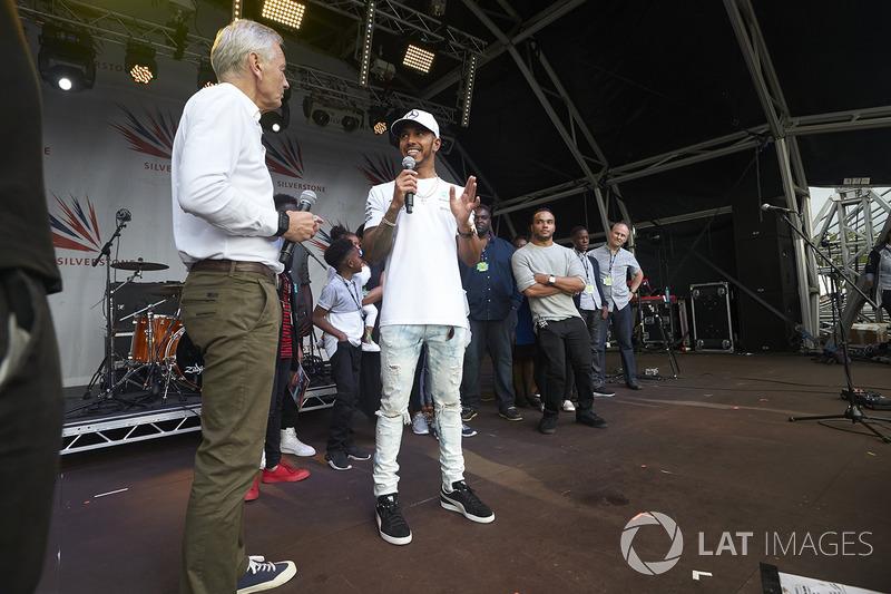 Race winner Lewis Hamilton, Mercedes AMG F1, on stage