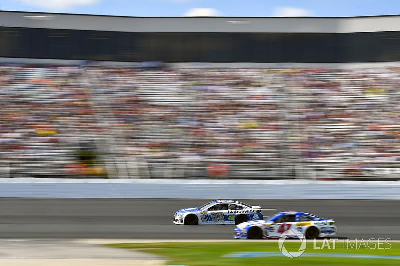 Dale Earnhardt Jr., Hendrick Motorsports Chevrolet, ]A.J. Allmendinger, JTG Daugherty Racing Chevrolet