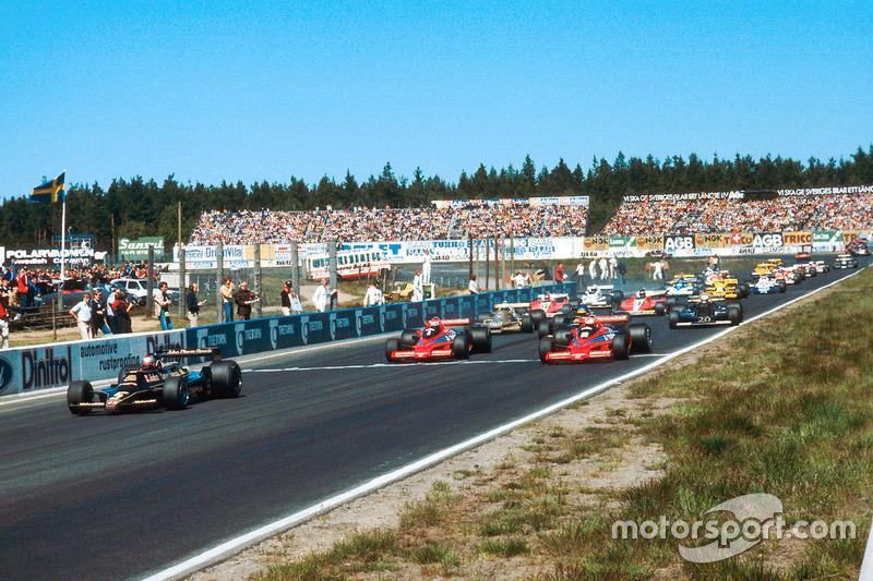 Mario Andretti, Lotus 79 Ford, leads John Watson and Niki Lauda, both Brabham BT46B, at the start