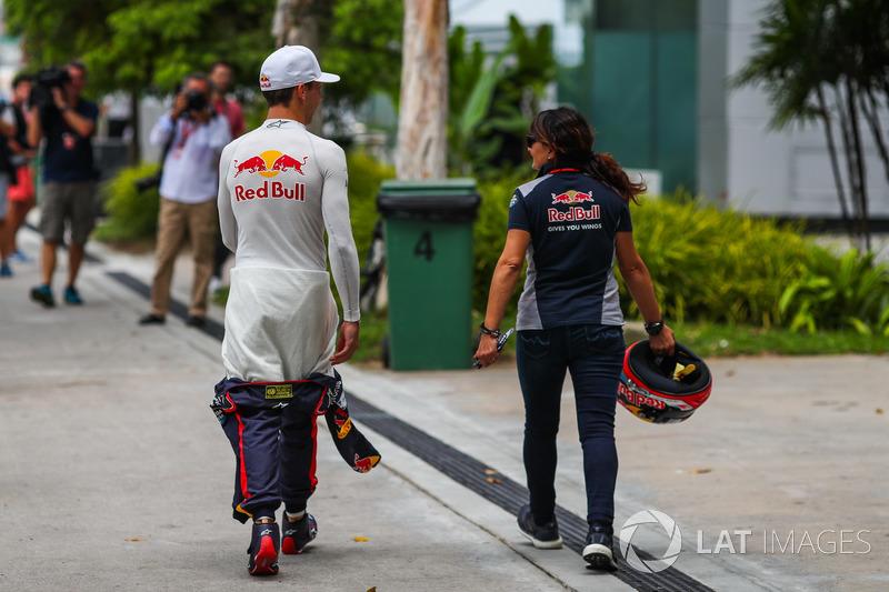 Pierre Gasly, Scuderia Toro Rosso and Fabiana Valenti, Scuderia Toro Rosso Head of Communications