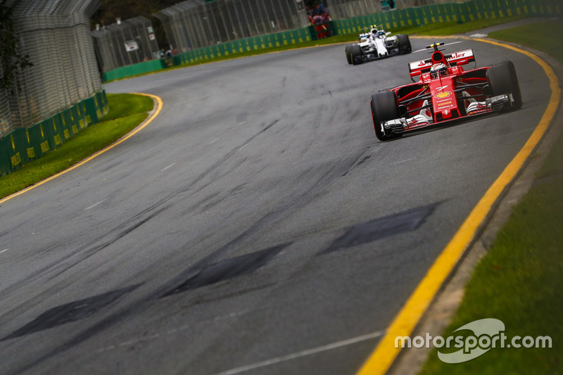 Kimi Räikkönen, Ferrari SF70H, vor Lance Stroll, Williams FW40