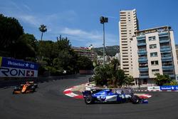 Pascal Wehrlein, Sauber C36-Ferrari, Jenson Button, McLaren MCL32
