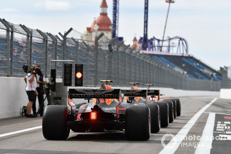 Cars queue at the end of pit lane