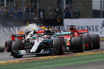 Lewis Hamilton, Mercedes AMG F1 W09, liderando la carrera de Bélgica