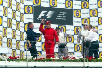 Los impostores asaltan el podio segundos antes que los verdaderos vencedores