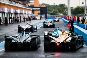 Andre Lotterer, DS TECHEETAH, DS E-Tense FE19 follows the field out of the pit lane