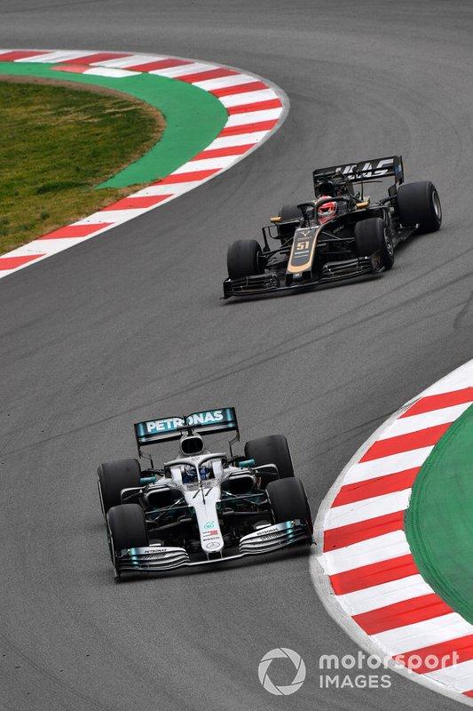 Valtteri Bottas, Mercedes-AMG F1 W10 and Pietro Fittipaldi, Haas F1 Team VF-19