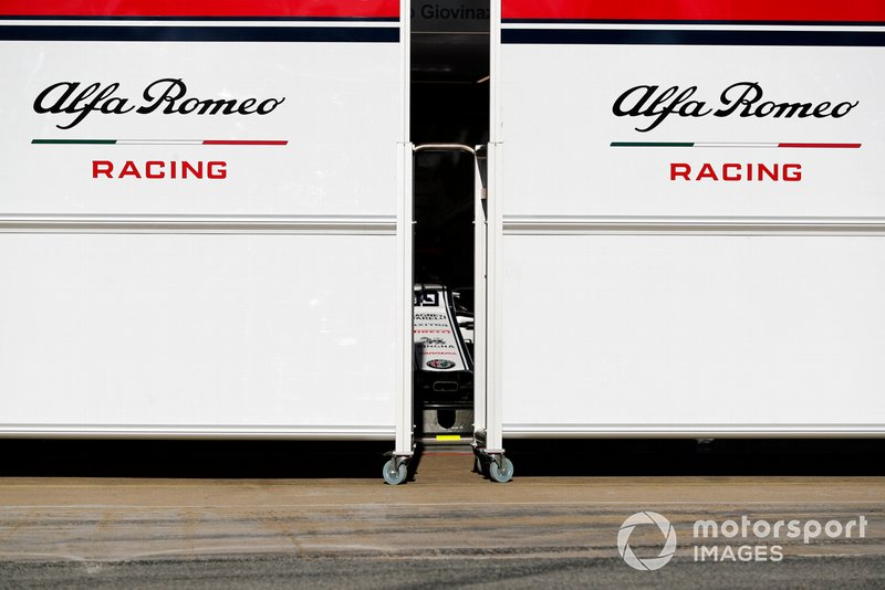 Alfa Romeo Racing garage screens