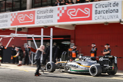Sergio Perez, Sahara Force India F1 VJM09 in the pits
