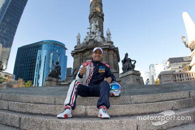 Salvador Duran am Ángel de la Independencia in Mexiko City