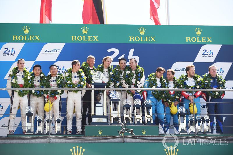 Podium: 1. Timo Bernhard, Earl Bamber, Brendon Hartley, Porsche Team, 2. Ho-Pin Tung, Oliver Jarvis, Thomas Laurent, DC Racing, 3. Mathias Beche, David Heinemeier Hansson, Nelson Piquet Jr., Vaillante Rebellion Racing