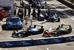 Sébastien Buemi, Renault e.Dams, y Daniel Abt, ABT Schaeffler Audi Sport, en pits