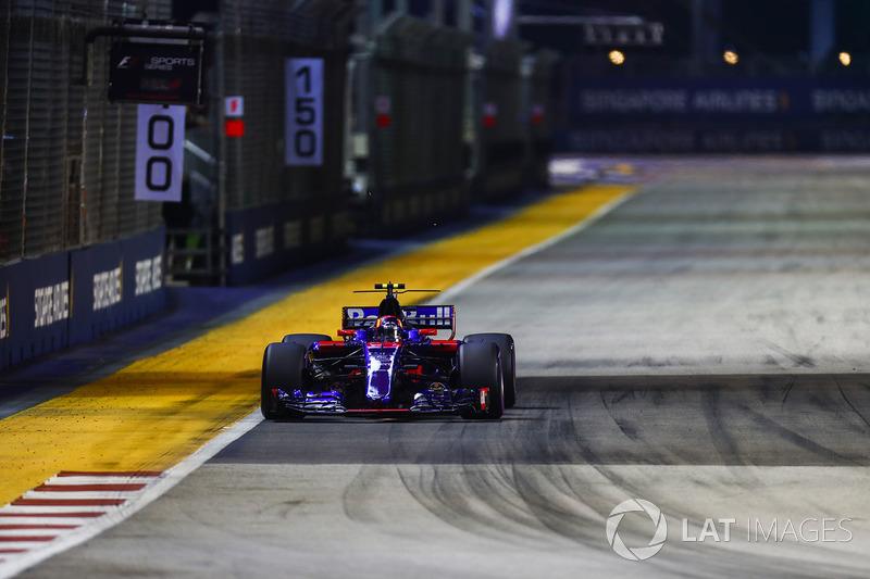 10. Карлос Сайнс-мол., Scuderia Toro Rosso STR12