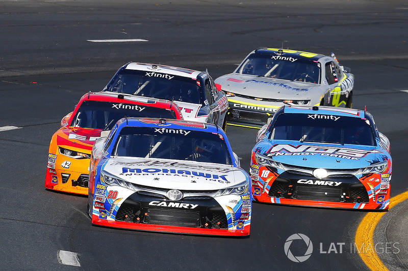 Ryan Preece, Joe Gibbs Racing Toyota, Kyle Busch, Joe Gibbs Racing Toyota y Kyle Larson, Chip Ganassi Racing Chevrolet