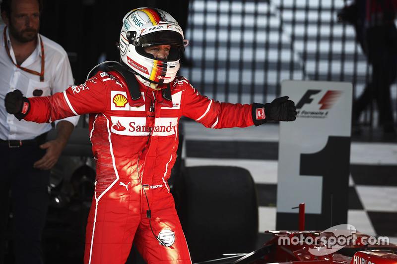 Sebastian Vettel, Ferrari, celebra después de ganar la carrera