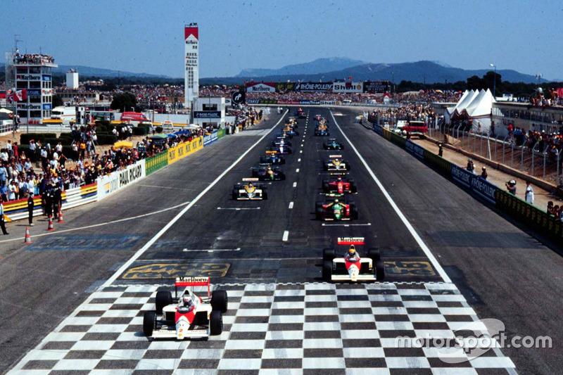 Alain Prost, McLaren MP4/5 Honda mène au moment du second départ