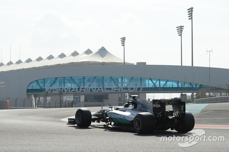 Pascal Wehrlein, Mercedes AMG F1 test de brede banden van Pirelli voor 2017