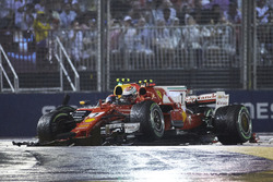 Max Verstappen, Red Bull Racing RB13, Kimi Raikkonen, Ferrari SF70H, s'accrochent au départ