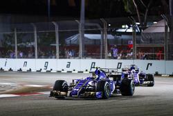 Pascal Wehrlein, Sauber C36-Ferrari devant son équipier Marcus Ericsson, Sauber C36