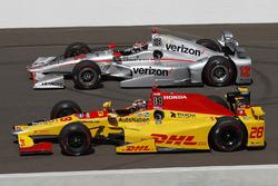 Ryan Hunter-Reay, Andretti Autosport, Honda; Will Power, Team Penske, Chevrolet