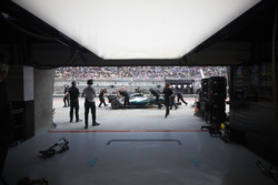 Engineers recover the car of Valtteri Bottas, Mercedes AMG F1 W08, from the pit lane