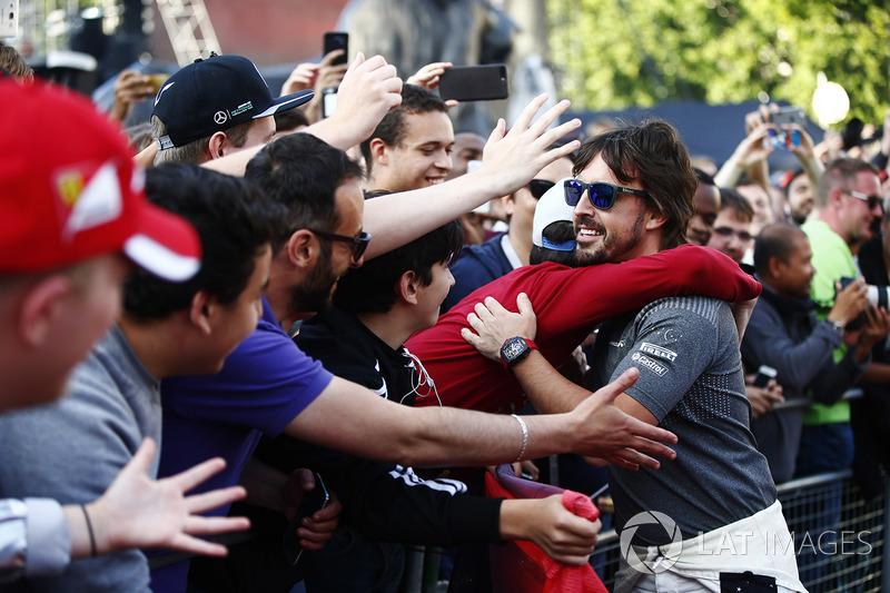 Fernando Alonso, McLaren, bertemu dengan fans