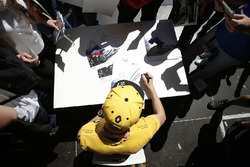 Nico Hulkenberg, Renault Sport F1 Team signs autographs for the fans