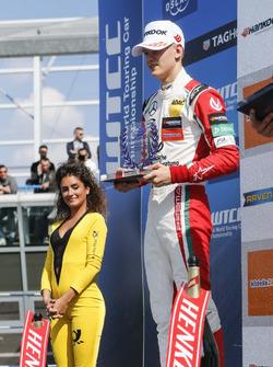 Подиум для новичков: второе место, Мик Шумахер, Prema Powerteam, Dallara F317 - Mercedes-Benz