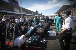 Lewis Hamilton, Mercedes AMG F1 W08 yarış için hazırlanıyor