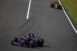 Pierre Gasly, Scuderia Toro Rosso STR12, Jolyon Palmer, Renault Sport F1 Team RS17