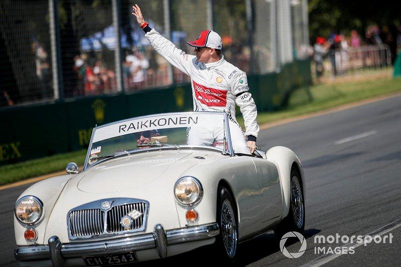 Kimi Raikkonen, Alfa Romeo Racing C38, pilotlar geçit töreninde
