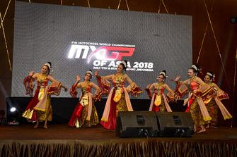 Traditionele danseressen