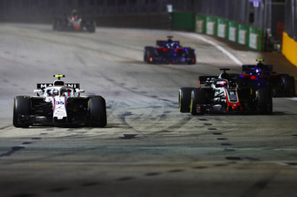 Sergey Sirotkin, Williams FW41, precede Romain Grosjean, Haas F1 Team VF-18, Pierre Gasly, Scuderia Toro Rosso STR13, e Brendon Hartley, Toro Rosso STR13