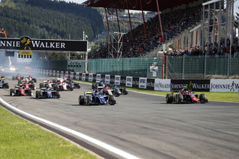 Sergio Sette Camara, Carlin devant Roberto Merhi, MP Motorsport