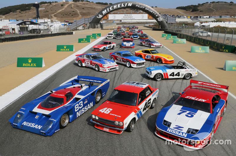 Foto bersama mobil balap Nissan