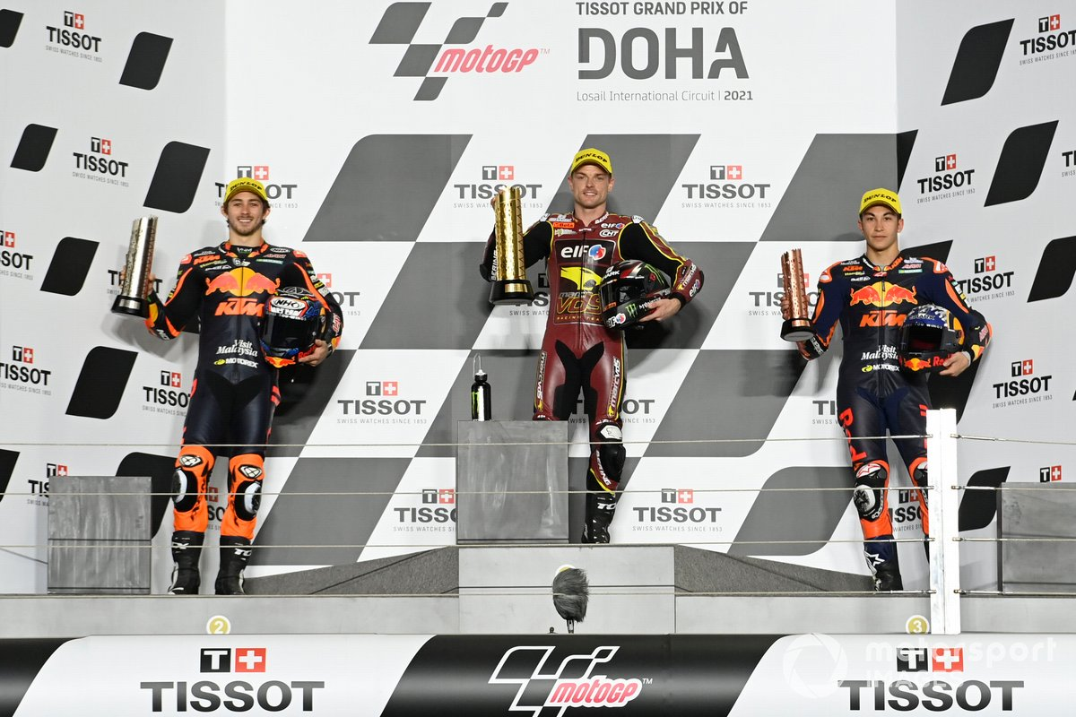 Sam Lowes, Marc VDS Racing Team, Remy Gardner, Red Bull KTM Ajo, Raul Fernandez, Red Bull KTM Ajo sur le podium