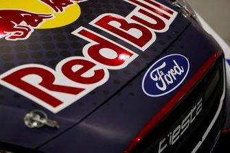 el logo de Ford en el auto WRC