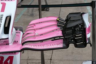 Vue détaillée de l'aileron avant de la Racing Point Force India VJM11